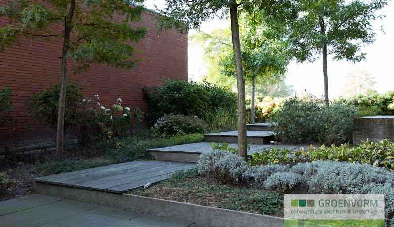 Waterspel aan wetering groenvorm tuinontwerp for De eigentijdse tuin